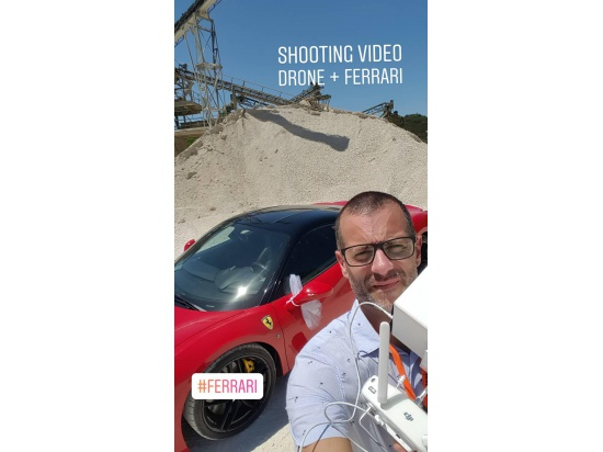 Shooting video wedding. Operatore drone...