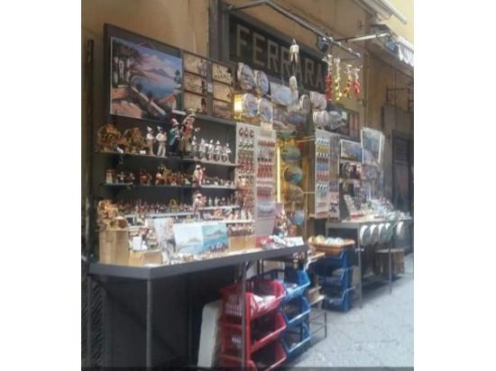 Laboratorio e punto vendita a Napoli in Via San Gr...