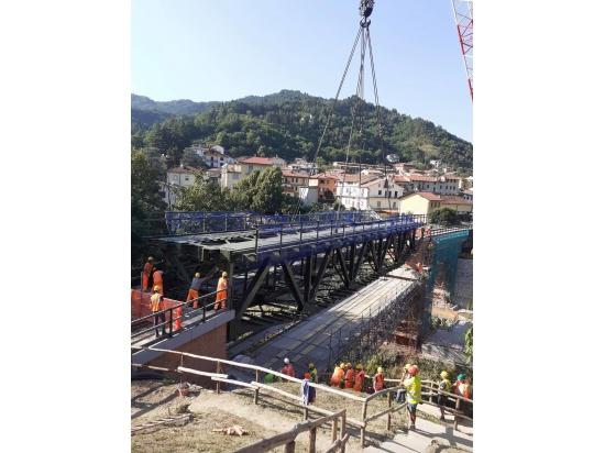 Allestimento ponte di Marradi....