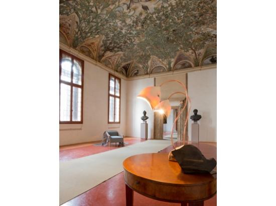 ambientazione di prodotti in palazzi storici, serv...