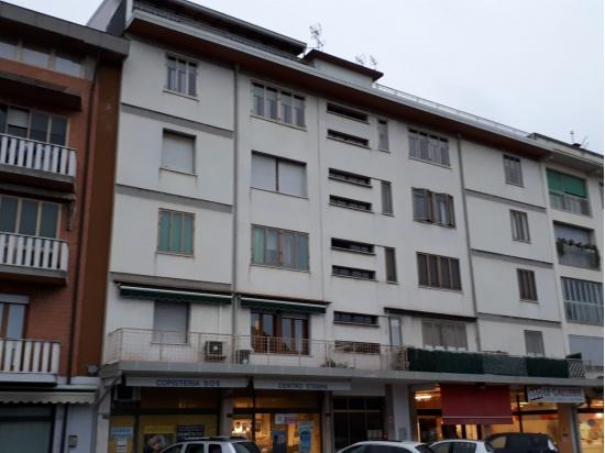 LATISANA: centralissimo appartamento da ristruttur...