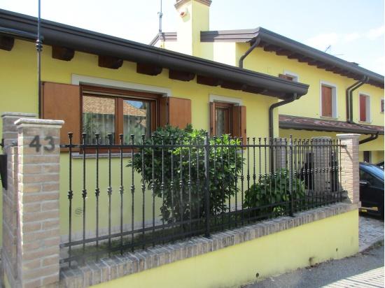 RONCHIS villa in bifamiliare - rifinita - completa...