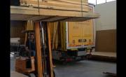 Consegna dei materiali per la produzione di allestimenti - YouTube