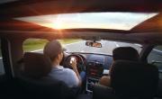 Ritiro a vita della patente per chi usa i social in diretta mentre...