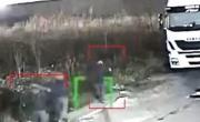 Ladri provano a scassinare il camion dell'azienda, messi in fuga | FOTO