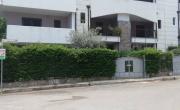 Primo piano con terrazzo e posto auto a Montegiordano