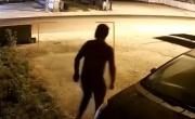Tenta l'assalto al 'Rambo 2' ma è costretto a scappare | FOTO