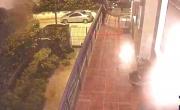 IL VIDEO CASERTA. Proprietari in vacanza, ladri tentano di entrare in casa ma qualcosa va storto – CasertaCE