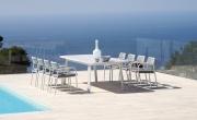 Tavolo Detroit e sedia Oklahoma di Moia – Your Home Outdoor. Il dining set moderno per un outdoor dinamico ed elegante.